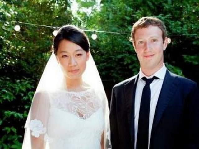 """До регистрации брака она провела с Марком 9 лет. Именно Присцилла была одной из немногих, кто поддерживал Цукерберга, когда он только начинал работать над сетью. В сентябре 2010 года Присцилла переехала к нему в дом в Пало-Альто (штат Калифорния), а в марте 2011 года на ее странице в Facebook появился статус """"Венчаюсь с Марком Цукербергом"""""""