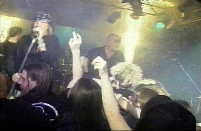 Авария в Уэст-Уорике. 20 февраля 2003 года на концерте группы Great White в клубе The Station американского города Уэст-Уорик погибли 100 человек и были ранены около 230.