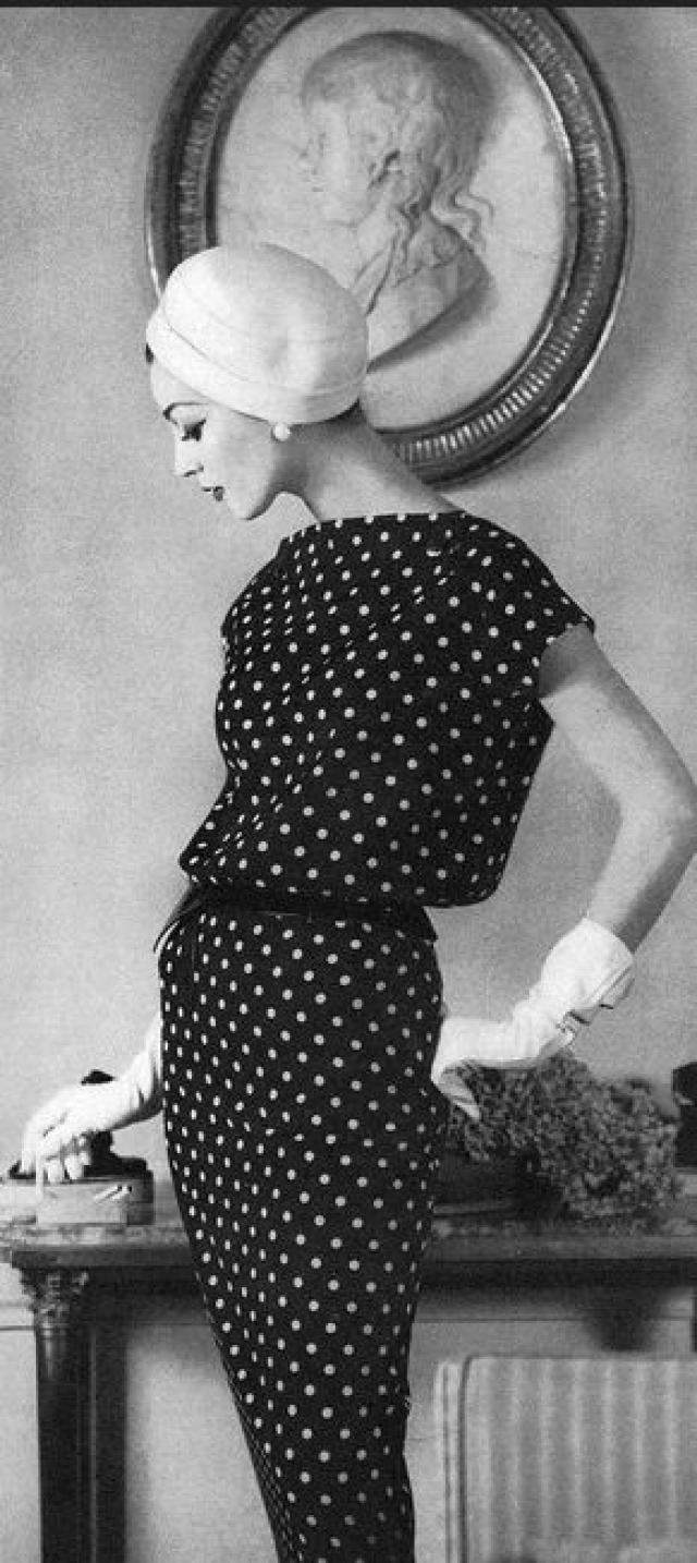 Однажды модельный скаут поймал ее у лифта - и Довима начала сниматься для Glamour, Vogue, Harper's Bazaar и других модных журналов.