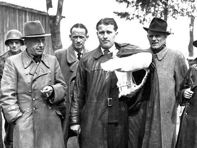 Вернер фон Браун , главный ракетчик нацистов, возглавлял список майора Стейвера.