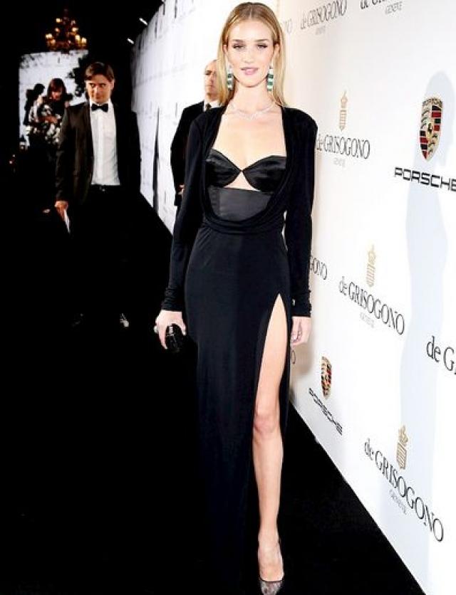 Актриса, модель и дизайнер ни раз будоражила общественность смелыми нарядами.