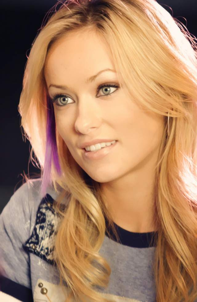 Однако в своих первых фильмах Оливия появлялась именно в образе знойной блондинки.