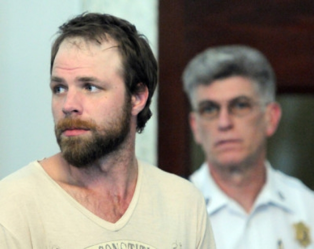 Напуганному продавцу только и оставалось выдать ему шесть пузырьков оксиконтина. Немного позже Майкл был схвачен полицией в автобусе группы, которая к тому времени уже поднималась на сцену. Тодд получил год домашнего ареста.