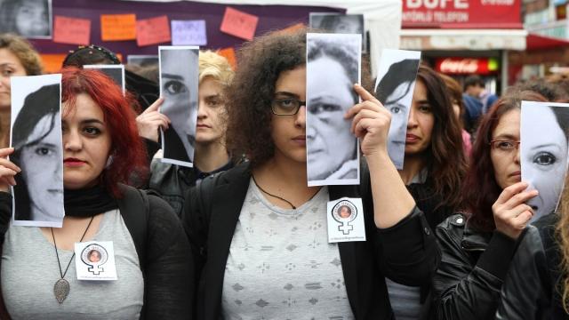 Анкара, Турция, 12 июня. Протест против насилия в отношении женщин.
