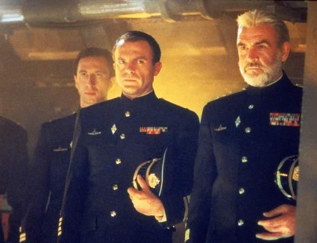 Коннери исполнил в фильме Джона МакТирана капитана Марко Рэмиуса, задумавшего угнать из-под носа советских войск новейшую подводную лодку и стать американцем. ВМФ СССР бросается в погоню и едва не развязывает третью мировую войну.