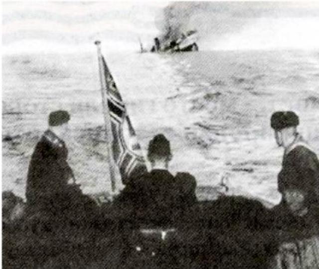 """Павел Вавилов. 25 августа 1942 года команда знаменитого ледокола """"Александр Сибиряков"""" вступила в неравный бой с фашистским крейсером. Почти все члены экипажа и пассажиры погибли во время пожара на борту или были захвачены в плен."""