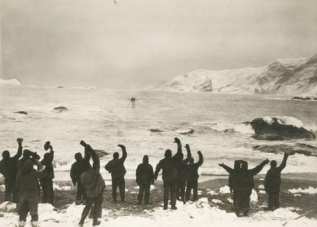 Только через три месяца исследователи добрались до основной группы на острове Элефант. Но не смотря на тяжелейшие условия, голод, холод они выжили.