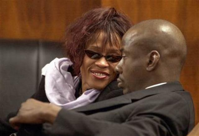 В феврале 2007 года Хьюстон ходатайствовала к суду, чтобы ускорить развод, который состоялся 24 апреля, предоставив Хьюстон полное право попечительства над их дочерью.