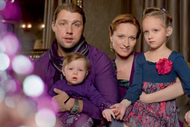 В 2005 году Киселева ушла в декрет. Родила дочь. В 2012 году развелась с мужем. Воспитывает двух дочерей - Дарью и Александру.