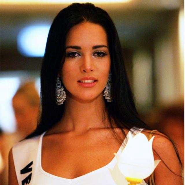 Модель жила с Томасом Берри, 39-летним британцем, отцом ее 5-летней дочери. Пара устроилась в Соединенных Штатах, но регулярно гостила в Венесуэле на праздниках и каникулах.