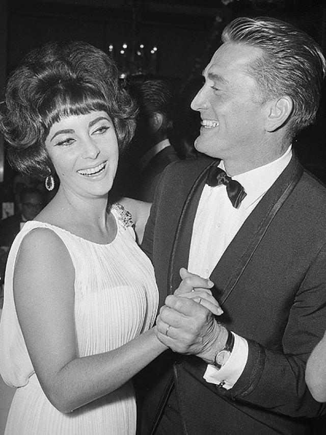 Ее любовником был Майкл Тодд , ради которого она развелась, чтобы выйти замуж в третий раз.