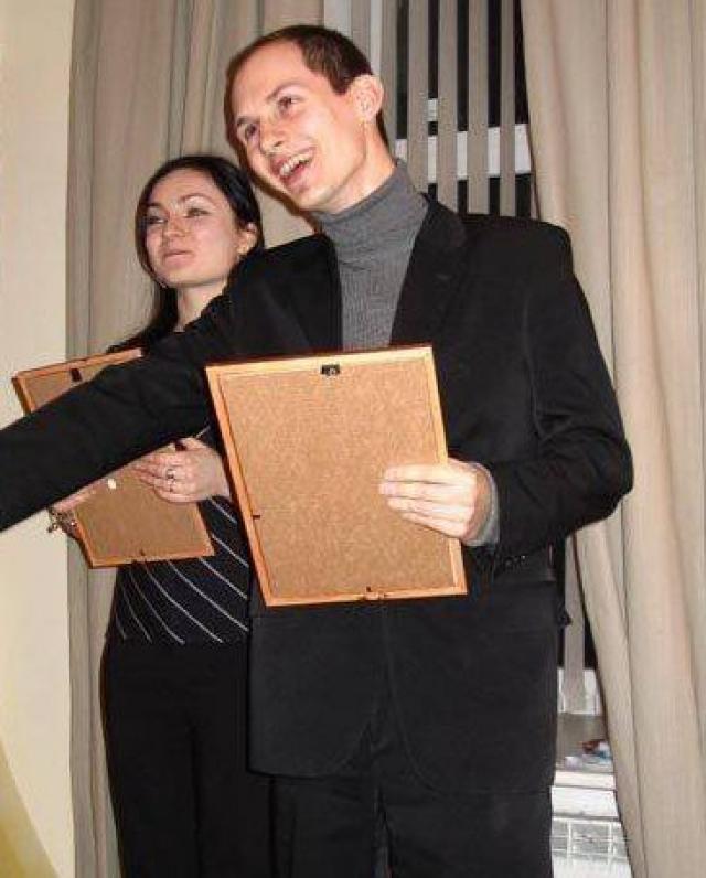Но по окончанию гимназии Павел поступил на филологический факультет Санкт-Петербургского государственного университета, который окончил в 2006 году. К последнему курсу он твердо знал, что хочет заниматься своими проектами, а не переводом с английского языка.
