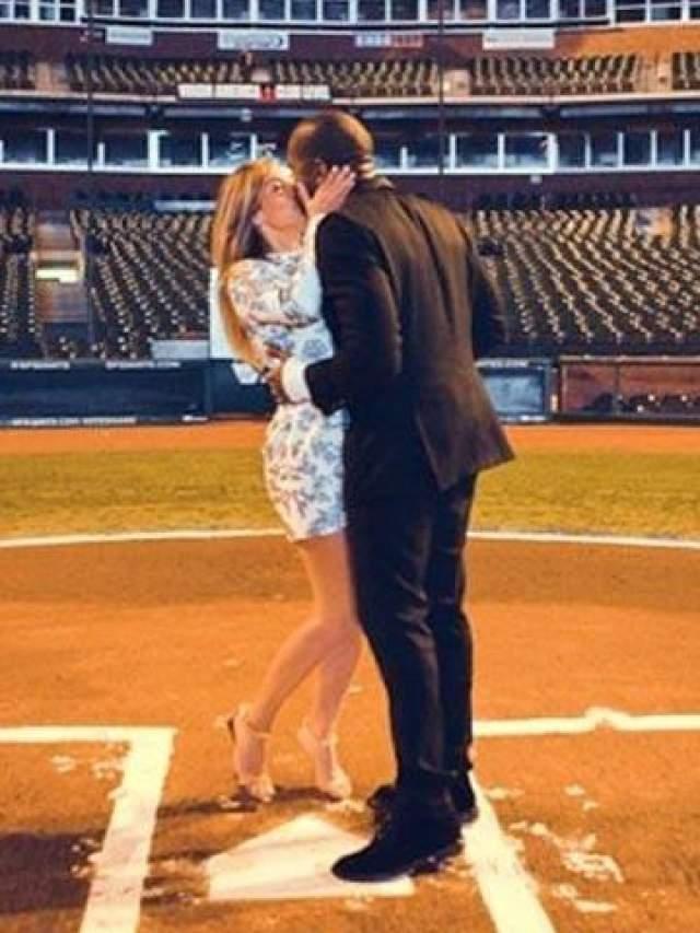 Одно из первых романтических фото в сети вызвало восток у фанатов.