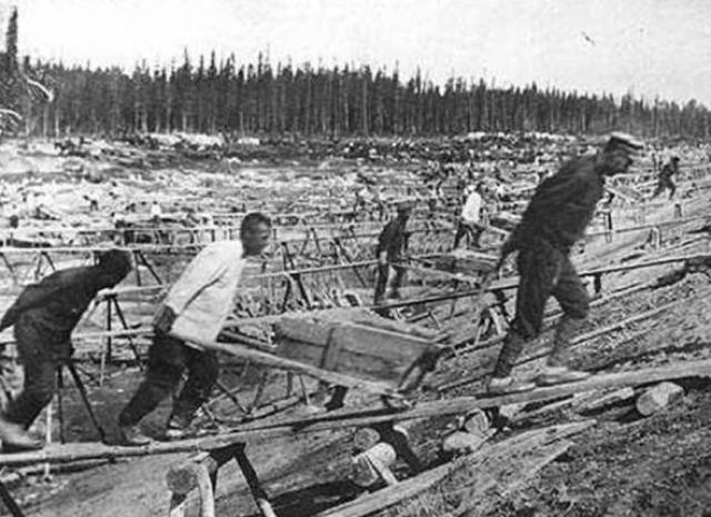 """Всего с 7 марта 1934 по 1991 год было осуждено свыше 60 000 """"педерастов"""", из которых большинство было отправлено в трудовые лагеря."""