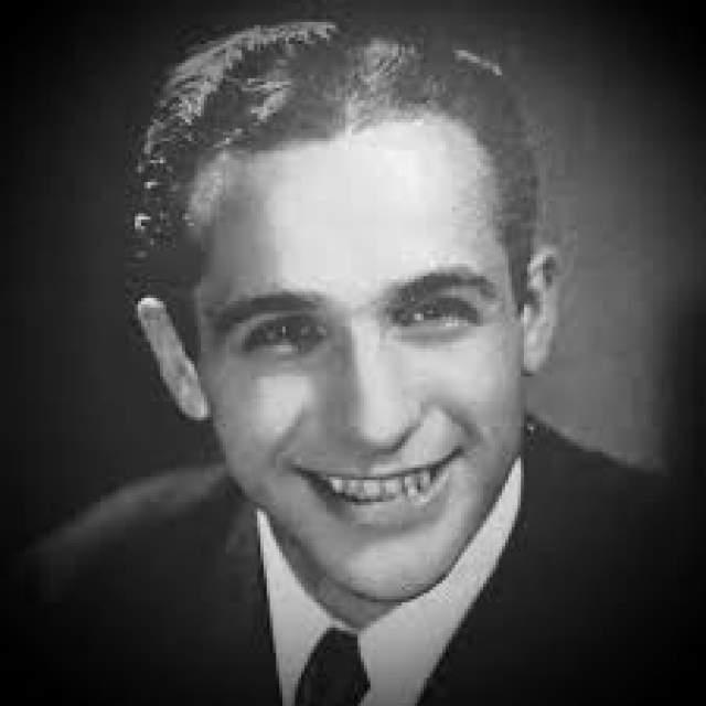 Бруклинский композитор Санни Скайлар (1913-2009) провел адаптацию композиции для американского слушателя: по некоторым данным, полученных с песни средств ему хватило, чтобы отучить детей в колледже и купить дом.