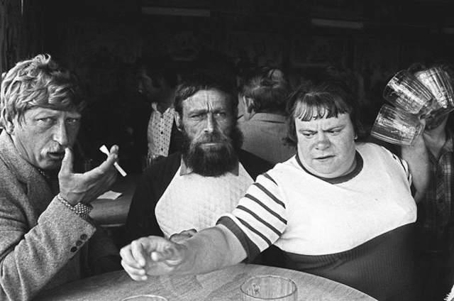 Обычные посетители обычной советской пивнушки.