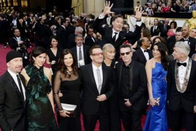 Бенедикт Камбербэтч фотобомбит U2