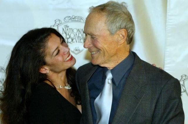 Сейчас он женат на 47-летней телеведущей Дине Руиз, с которой они живут вместе уже 17 лет и воспитывают общую дочь - Морган.