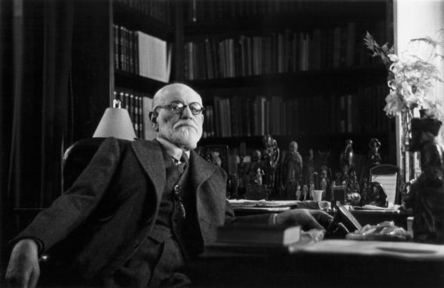 Также ученый был не только гениальным и непредсказуемым психологом, но еще и отличным писателем. В 1930 году он даже получил специальную литературную премию имени Гете.