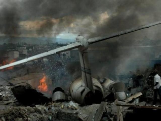 При доставке помощи разбились югославский и советский самолеты. Советским самолетом был Ил-76. Причиной аварии стала неправильная установка давления на эшелоне перехода, в результате чего самолет врезался в гору.