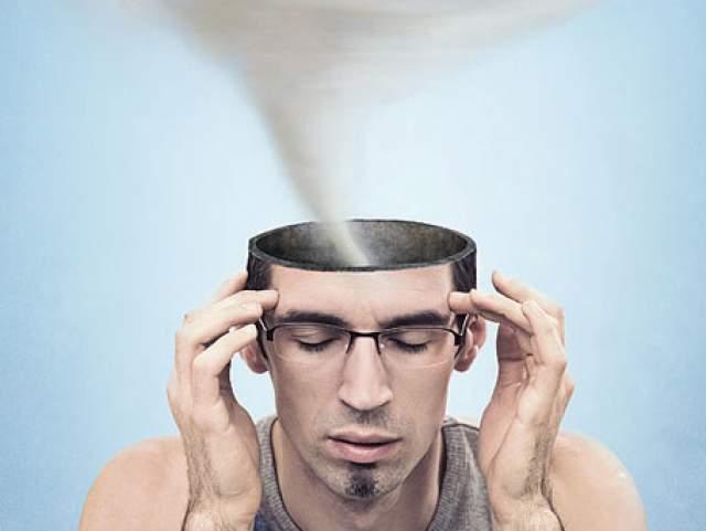 Мозг способен насильно забывать информацию, которая несет неприятные эмоциональные переживания. То же самое происходит и при перегрузке организма информацией.