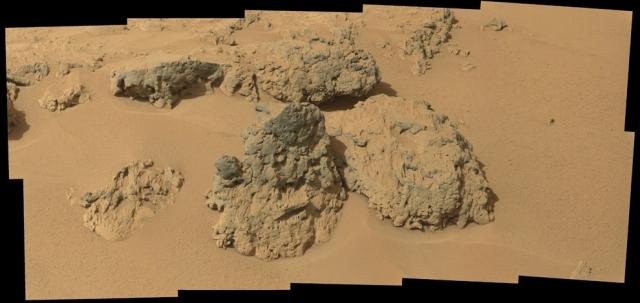Камни на Марсе. Мозаика, полученная камерой MAHLI.