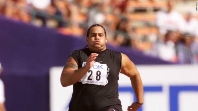 Однако прямо накануне чемпионата правила изменились, и Мисипеке не позволили толкнуть ядро, а вытолкали его на забег на 100 метров, так как туда больше некого было отправить.