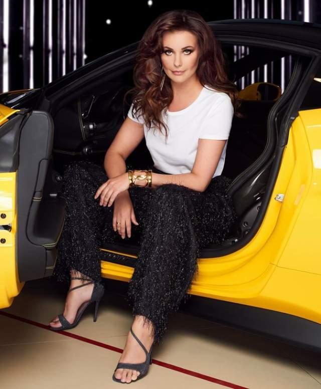 """Оксана Федорова : 41 размер ноги """"Мисс Вселенная - 2002"""" носил 41 размер обуви при росте в 178 см. Оксана Федорова гордиться своими параметрами, но жалуется на проблемы с подбором обуви."""
