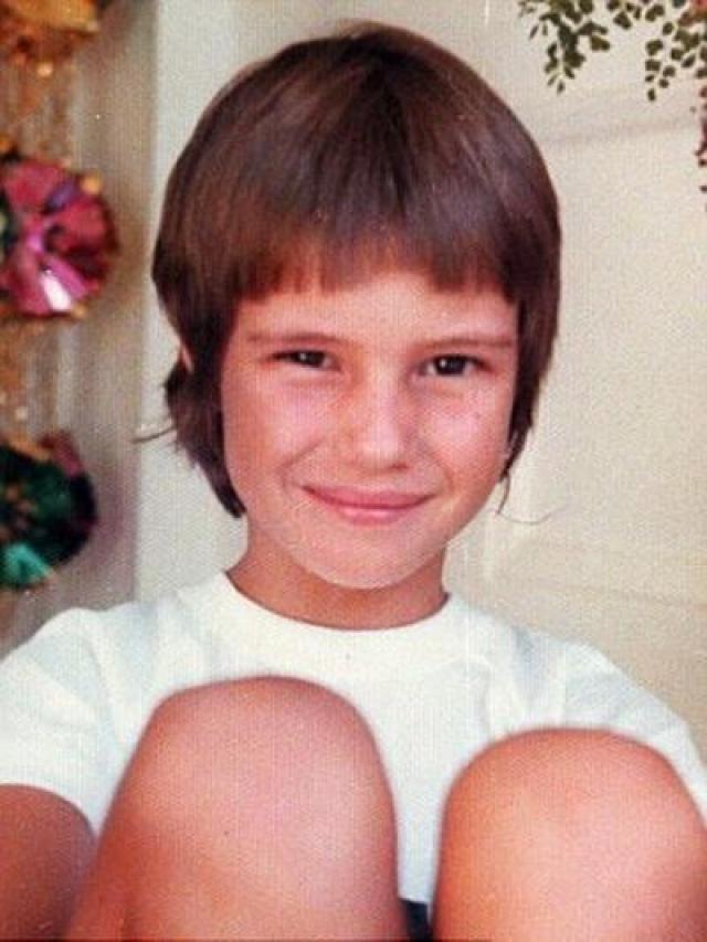 Эль Макферсон. Будущая супермодель была тощим ребенком с короткой стрижкой, и никогда не пользовалась популярностью среди сверстников.