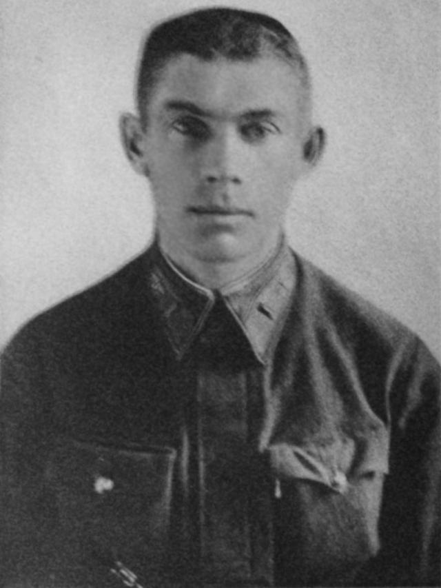 Огнем зенитной артиллерии самолет Гастелло был подбит: вражеский снаряд повредил топливный бак. Пилот совершил огненный таран - направил горящую машину на механизированную колонну врага. Все члены экипажа погибли.