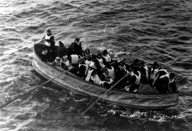 Когда процесс посадки завершился и лодка начала спускаться на воду, Картер и сам быстро сел в нее вместе с еще одним пассажиром. Именно им оказался уже упомянутый Брюс Исмей.