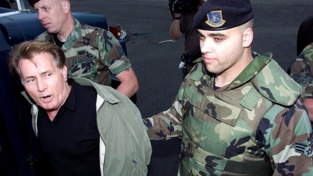 Его первый арест произошел в 1986, последний в 2007 году.