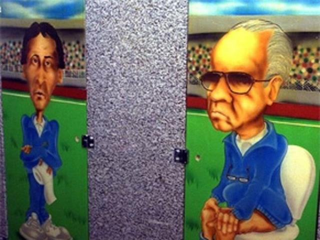 Главный тренер Марио Загалло и его ассистент Зико решили иначе и не взяли форварда на мундиаль. Узнав о своем непопадании в состав, Ромарио нарисовал карикатуры двух наставников в туалете своего ночного клуба.
