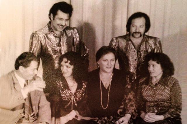"""Следующей страстью актрисы стал ее гражданский муж - Играф Иошка - цыганский певец, музыкант, композитор, профессор, основатель и солист популярного в 1970-е годы цыганского ансамбля Трио """"Ромэн"""". Но и этим отношениям не суждено было долго длиться."""