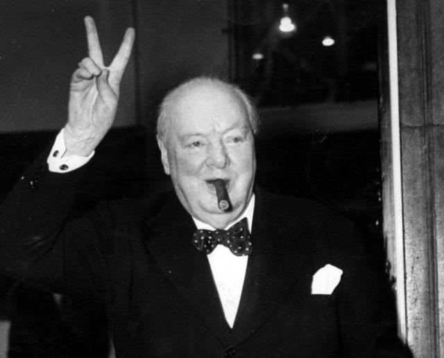 """Уинстон Черчилль: """"Лучший аргумент против демократии – пятиминутная беседа со средним избирателем""""."""