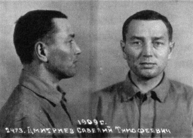 Дизертировавший из Красной Армии Савелий Дмитриев принял машину Микояна за машину Сталина. При покушении никто не пострадал. Почти 8 лет провел Дмитриев в тюрьмах НКВД, где пытались выяснить мотивы покушения. Существуют две версии: первая - Дмитриев пострадал в период сталинских чисток и хотел отомстить, и вторая - он был психически болен.