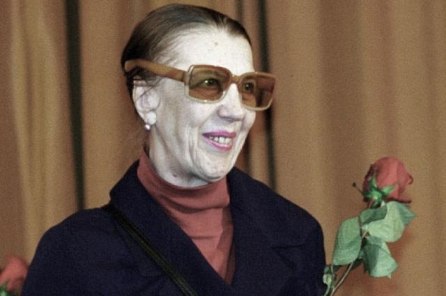 Последние годы народная артистка России питалась в столовой для бездомных и малоимущих . Получала пенсию, которой не хватало даже на квартплату. Умерла в нищете 25 марта 2007 года.