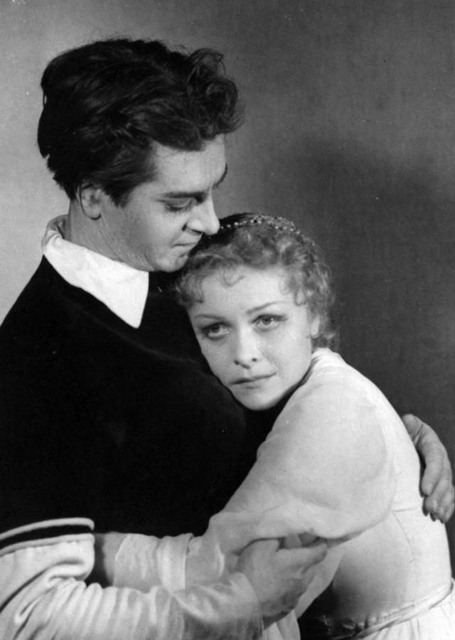 В шестидесятых Целиковская в пятый раз вышла замуж, за своего старого знакомого, главного режиссера Театра на Таганке Юрия Любимова. Этот брак продлился двадцать лет и был самым драматичным в ее жизни.