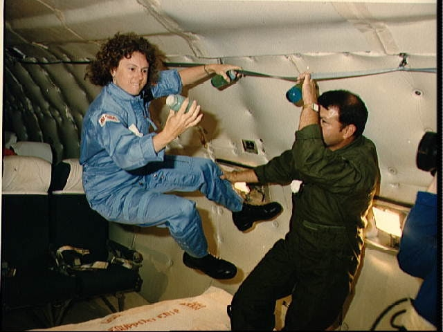 """Программа """"Учитель в космосе"""" являлась частью программы включения в экипажи шаттлов """"гражданских астронавтов"""", предназначенной для подъема интереса общественности к космическим полетам. Это был большой, рассчитанный на несколько лет проект."""