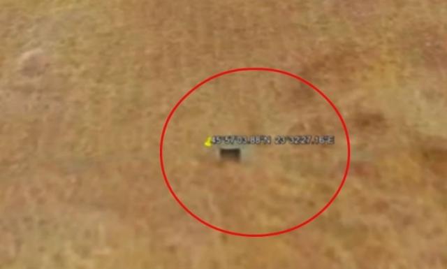 Уфологи на снимках Google Earth обнаружили на поверхности Марса загадочные бункеры.