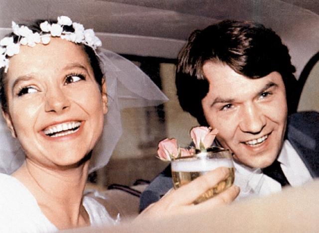 15 апреля 1986 года Александр женился. Его избранницей стала актриса его же театра Елена Мольченко.