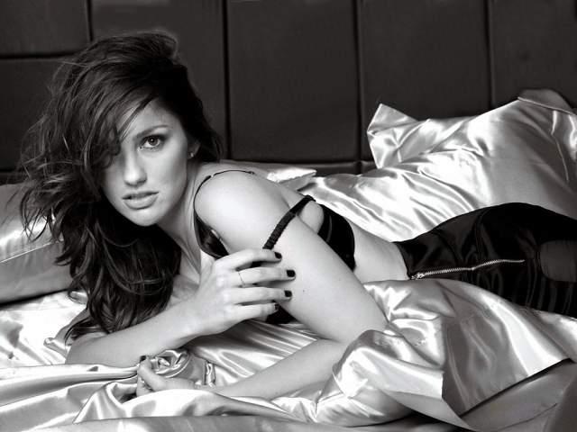 Минка Келли Единственная дочь бывшего гитариста Aerosmith и танцовщицы и Лас-Вегаса Морин Келли. Минка осталась равнодушна к музыке и посвятила себя актерскому мастерству.