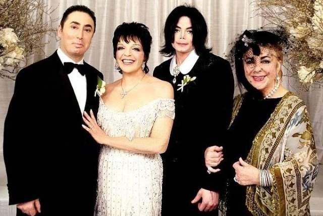 Платье невесты от Bob Mackie стоило $45 000, свадебный торт - $40 000, а помещение отеля украшали живые цветы на сумму $700 000!