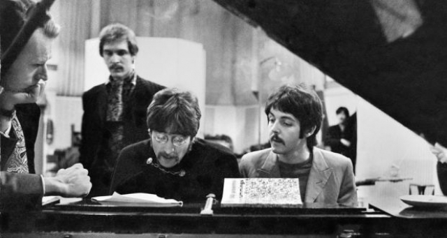 Задолго до рождения детища Стива Джобса Пол Маккартни и Джон Леннон основали компанию Apple для выпуска музыки и фильмов.