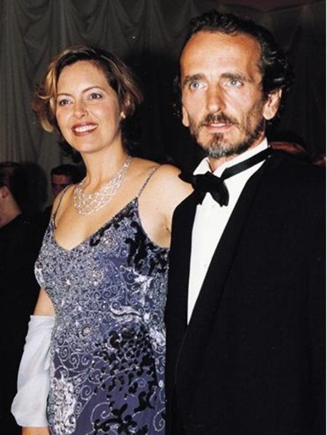 Грета Скакки. В течение 1980-х итальянская актриса встречалась с музыкантом из Новой Зеландии Тимом Финном, но порвала с ним, когда познакомилась с актером Винсентом Д'Онофрио, от которого у нее родилась дочь.