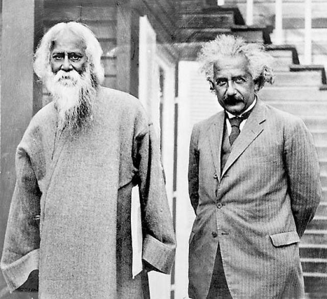 """Эйнштейн был одним из первых сторонников движения за гражданские права. Он приводил сравнения между еврейским народом в Германии и чернокожими в Америке, и заявил, что """" в конечном счете, все мы люди """"."""