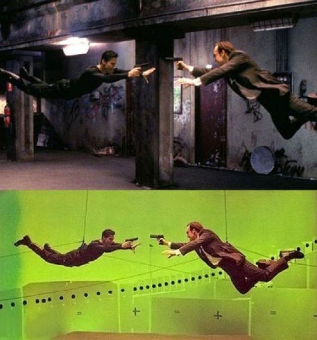 Сцена драки Нео с агентом Смитом в метро стала по воспоминаниям участников самым трудным в их карьере. Дело в том, что им нужно было не просто мастерски драться, а еще и использовать тросы поддержки, помогавшие выполнять трюки.