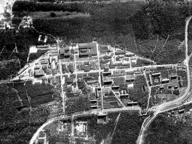 Большинство инженеров из списка Озенберга работали на балтийском побережье в исследовательском центре германской армии Пенемюнде, разрабатывая ракеты Фау-2; после захвата союзники сначала поселили их вместе с семьями в Ландсхуте, в южной Баварии.