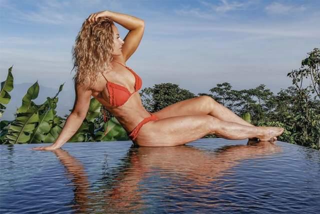 Ребекка Бургер В 2017 году французская фитнес-модель и блоггер Ребекка Бургер погибла в результате взрыва баллона со взбитыми сливками. как рассказали родственники Бургер, бракованный аппарат взорвался, и 33-летняя модель получила удар в грудь.