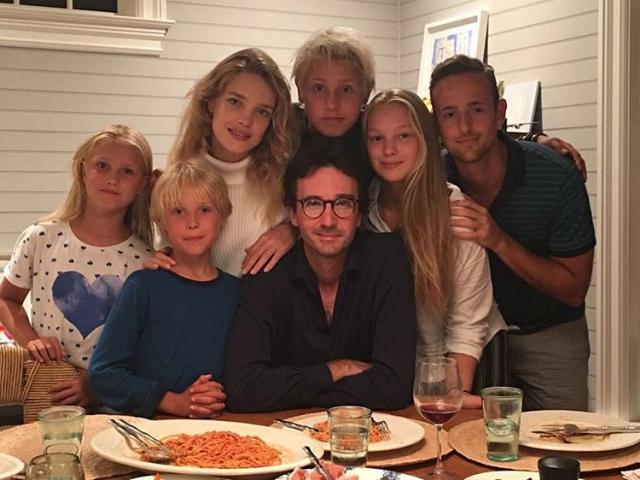 Лукас Александр, Не́ва, Виктор, Максим и Роман часто появляются с мамой на различных мероприятиях.